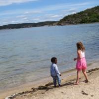 Lek på stranden med Emilia